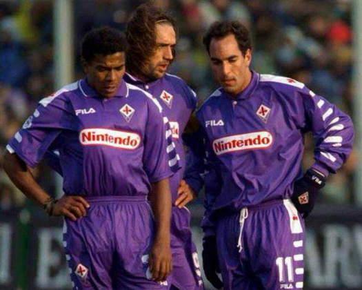 Após passagem arrasadora pelo Vasco, foi para a Fiorentina tentar a carreira na Europa, mas, em uma atitude impensada, deixou a equipe italiana para curtir o carnaval brasileiro em 1999.