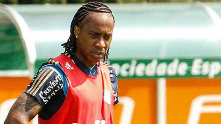Após passar pelo Santos de 2010 a 2014, Arouca fechou, em 2015, com o Palmeiras, onde foi campeão da Copa do Brasil de 2015 e do Brasileirão de 2016.