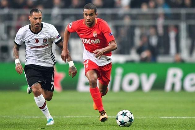 Após se destacar na temporada de 2016, o lateral-esquerdo foi vendido ao Monaco, da França, em janeiro de 2017.