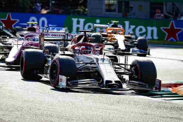 Após sofrer com os pneus macios na parte final da corrida, Räikkönen foi o 13º colocado