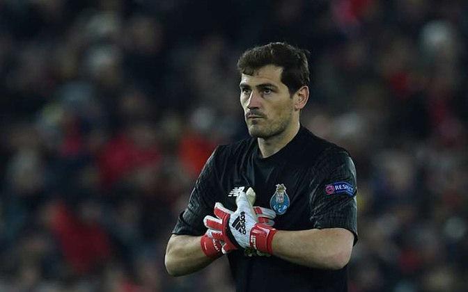 Após sofrer um infarto Casillas esboçou o fim de sua carreira. Vinha jogando pelo Porto. Vem estudando gestão e pretende concorrer à presidência da Real Federação Espanhola de Futebol.