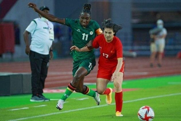 Após sofrer uma goleada histórica para a Holanda por 10 a 3, a Zâmbia arrancou um empate contra a China por 4 a 4, em Miyagi, pela segunda rodada do Grupo F. As chinesas chegaram a abrir 3 a 1, mas viram a equipe africana virar o placar. Babra Banda, de Zâmbia, anotou mais um hat-trick. Já Shuang Wang, da China, marcou quatro.