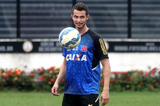 Após surgir no Grêmio, o lateral-esquerdo Bruno Teles chegou ao Vasco em setembro de 2015, saiu em dezembro do mesmo ano e, hoje, defende o Paços de Ferreira, de Portugal.
