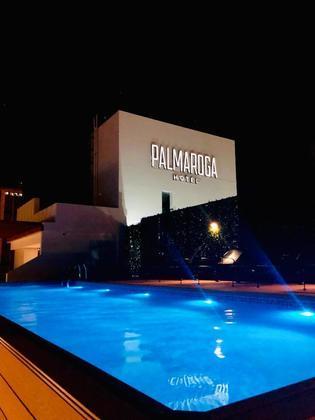 Após ter a prisão domiciliar concedida, o craque seguiu para o luxuoso Hotel Palmaroga, em Assunção, com o irmão, o advogado e um assistente.