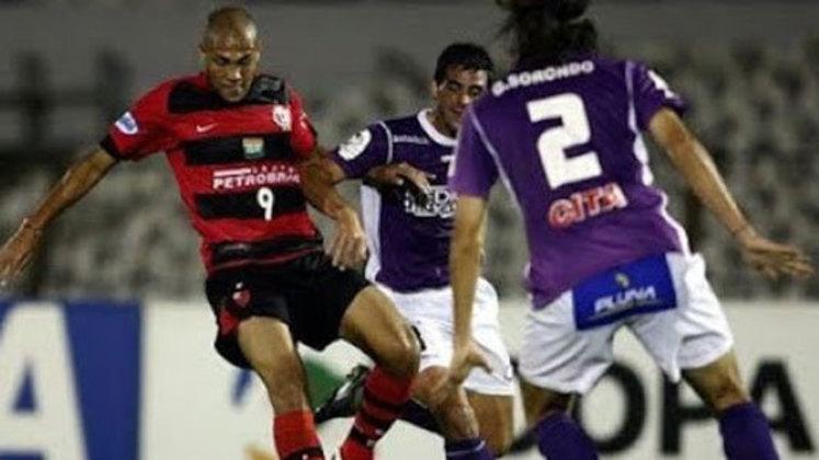Após ter a segunda melhor campanha geral na fase de grupos, o Flamengo tinha pela frente um dos adversários considerados mais fracos nas oitavas de final: o Defensor, do Uruguai. No entanto, perdeu o jogo de ida, fora de casa, por 3 a 0 e foi eliminado no Maracanã, vencendo por 2 a 0.