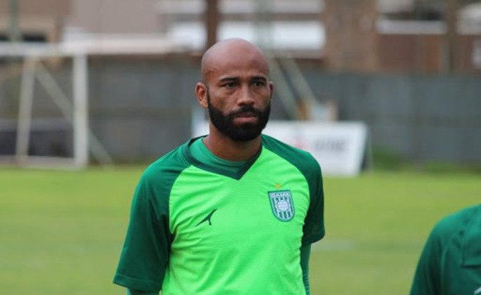 Após ter se destacado no Santo André e rodado por Vasco, Sport, Coritiba, Brasiliense e diversos clubes, NUNES, de 38 anos, segue a esperança de gols do Gama.