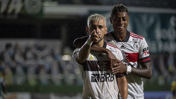 Após três tropeços, o Flamengo enfim reencontrou o caminho das vitórias. Nesta segunda-feira, na Serrinha, o Rubro-Negro derrotou o Goiás por 3 a 0 e mostrou que está vivo na disputa pelo título do Brasileirão. Confira as notas! (Por Lucas Pessôa - reporterfla@lancenet.com.br)