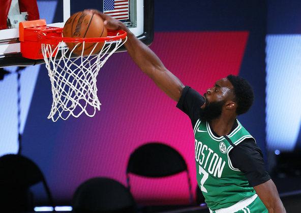 Após um início ruim, o ala-armador Jaylen Brown (Boston Celtics) engrenou no segundo tempo para finalizar com 30 pontos e seis rebotes na vitória sobre o Portland Trail Blazers. Brown ficou em quadra por 36 minutos e converteu dez dos 18 arremessos, sendo seis cestas de três em oito tentativas
