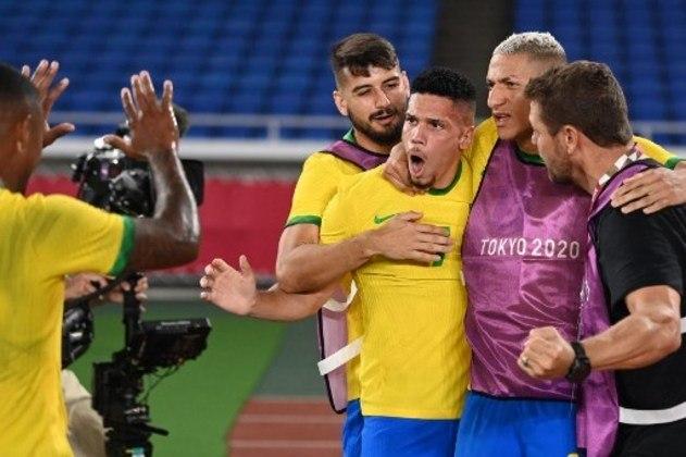 Após vencer a Alemanha, a seleção masculina encara a Costa do Marfim pela segunda rodada do Grupo D. A bola rola às 5h30.