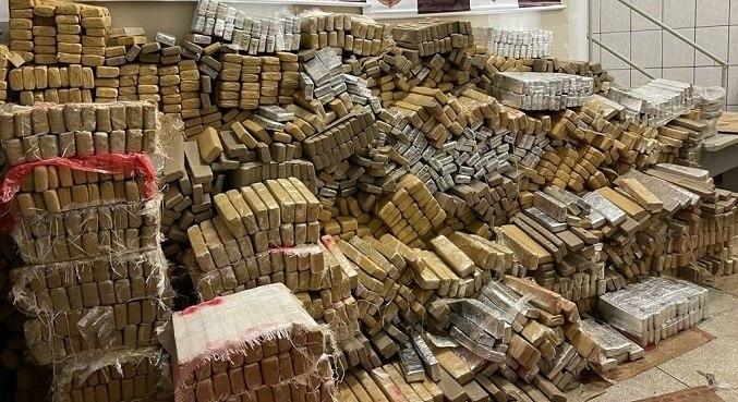 Ao todo, foram apreendidos 3.375 tabletes de maconha