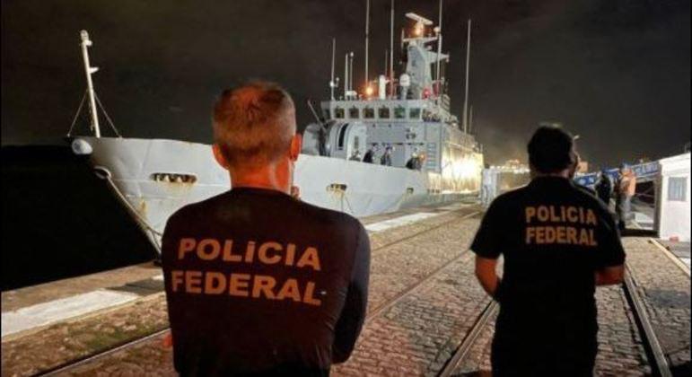PF e Marinha do Brasil apreendem mais de meia tonelada de haxixe em veleiro
