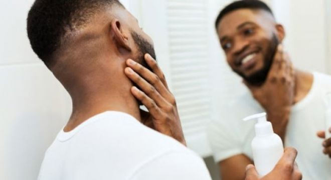 Aprenda a cuidar da pele do rosto com esses 5 passos para uma skincare masculina