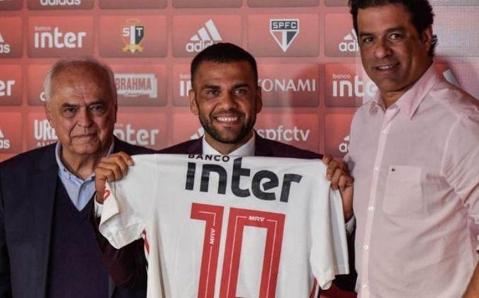 Apresentação - Daniel Alves chegou ao São Paulo em grande estilo. Tido como a grande contratação do clube nos últimos anos, o atleta chegou ao Tricolor badalado após a conquista da Copa América de 2019 sendo o melhor jogador do torneio.