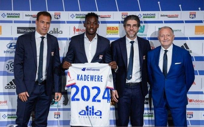 APRESENTADO - O Olympique Lyon apresentou o atacante africano Tino Kadewere, de 24 anos. O atleta foi anunciado em janeiro, mas ficou no AC Le Havre, time da Ligue 2, por empréstimo até o fim da temporada. O acordo com o jogador de Zimbabué girou em torno de 12 milhões de euros, além de mais 2 milhões de euros de acordo com o desempenho em campo.