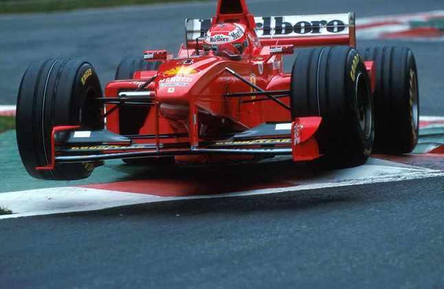 Aproveitando-se da lesão de Michael Schumacher, Eddie Irvine brigou pelo título da temporada 1999 até a última prova, mas não conseguiu vencer