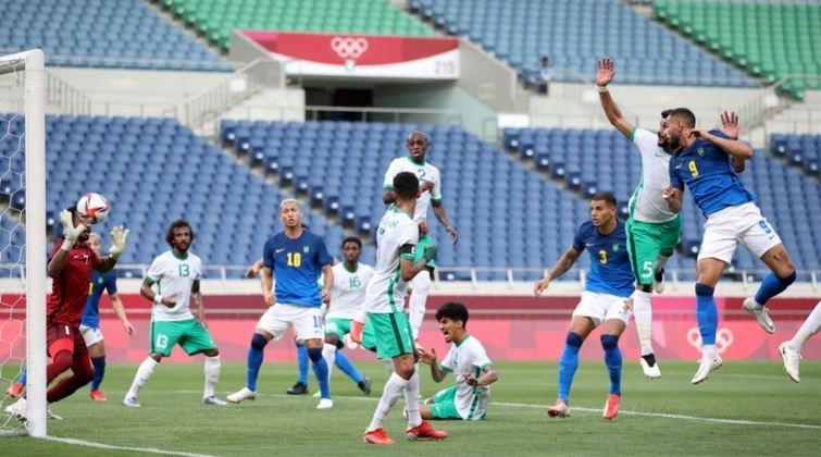 O Brasil abriu o placar do jogo aos 13 minutos do primeiro tempo, com Matheus Cunha de cabeça, aproveitando um cruzamento de escanteio do Claudinho