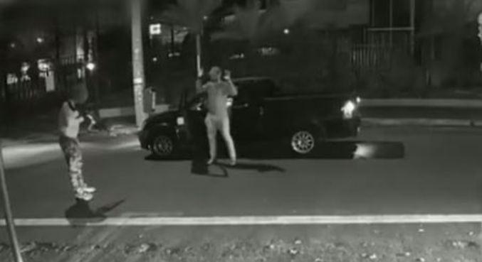 Criminoso rendendo vítima em Araçatuba