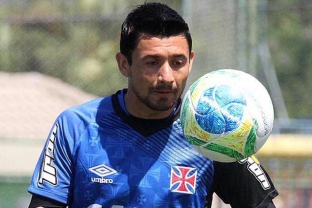 Aranda - O paraguaio chegou junto com o goleiro Martín Silva, mas não teve o mesmo sucesso e ficou pouco tempo no clube.