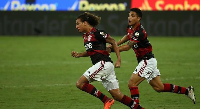 Willian Arão comemora gol de empate do Flamengo
