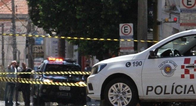 Gate chega na agência bancária para retirar os explosivos em Araraquara