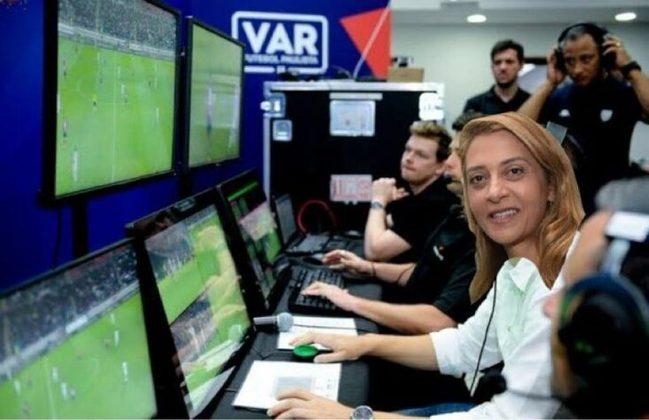 Arbitragem anulou pênalti e gol a favor do São Paulo, e Choque-Rei terminou empatado em 0 a 0. Na web, torcedores ironizaram decisões contestáveis da equipe de arbitragem. Veja os memes! (Por Humor Esportivo)