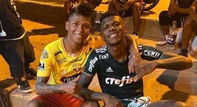 Arboleda foi massacrado, multado, cobrado por vestir a camisa do Palmeiras