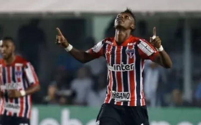 Arboleda - O zagueiro jogou pela primeira vez com a camisa do São Paulo no clássico contra o Santos, que terminou em vitória de 3 a 2 para o alvinegro da Vila Belmiro. No jogo, que aconteceu no dia 9 de julho de 2017, o equatoriano fez um dos gols do Tricolor.