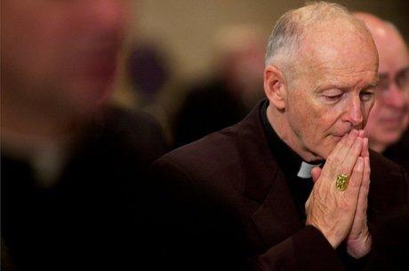 O ex-arcebispo de Washington, Theodore McCarrick, renunciou após acusações de que abusou de um menor nos anos 1970