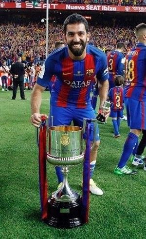 Arda Turan ganhou títulos pelo Barça