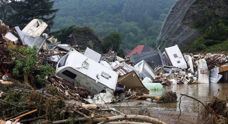 Pelo menos 143 pessoas morreram na enchente no oeste da Alemanha