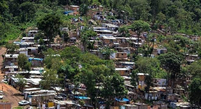 Prefeitura da cidade deverá efetuar remoção e fornecer moradia às famílias