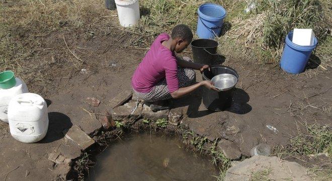 Área de seca no Zimbábue; ONU estima que 40% da produção de grãos e 45% do Produto Interno Bruto global estarão comprometidos em 2050 se a degradação do ambiente e os recursos hídricos continuarem nas taxas atuais