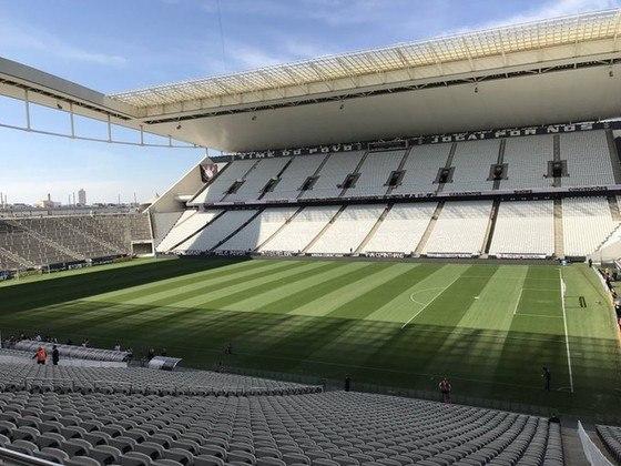Arena Corinthians - segundo o Ministério Público de São Paulo, o Corinthians não cumpriu um acordo que previa melhorias na região do estádio, em contrapartida da cessão do terreno para a construção da Arena. O valor cobrado, que foi acatado recentemente pelo juiz, é de R$ 40 milhões. O Timão já pediu a suspensão da sentença.