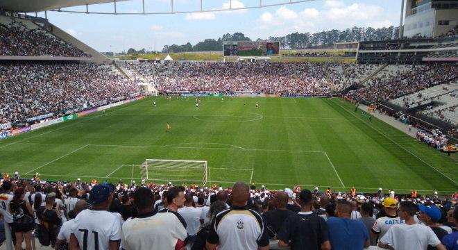 Arena Corinthians cheia com torcdores no fim de 2019