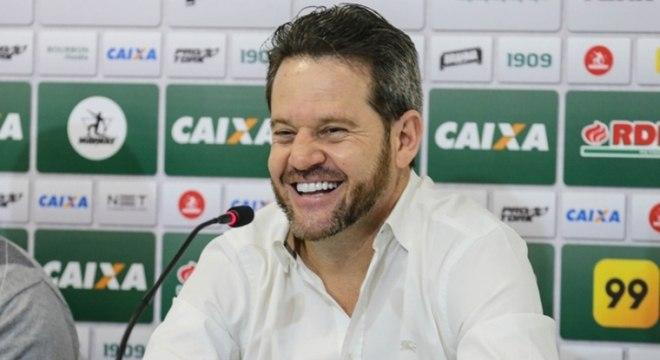 Argel Fucks foi demitido pelo Coritiba no mês de fevereiro. O treinador não resistiu à pressão após a queda precoce na Copa do Brasil, em revés para a URT ainda na primeira fase. Ele comandou o Coxa em 18 jogos: foram seis vitórias, oito empates e quatro derrotas.