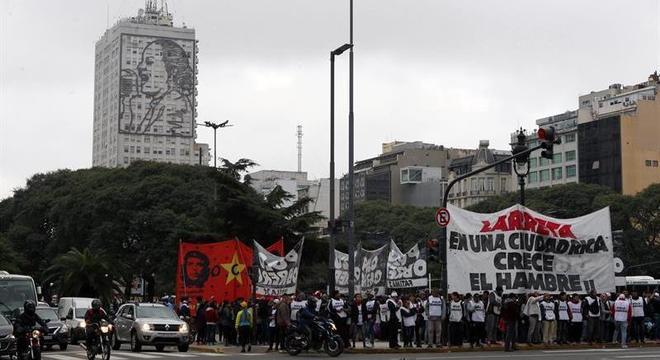 Crise faz com que questões sociais ganhem força na eleição argentina