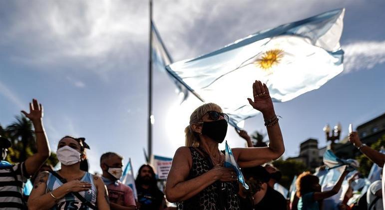 Argentinos se revoltam