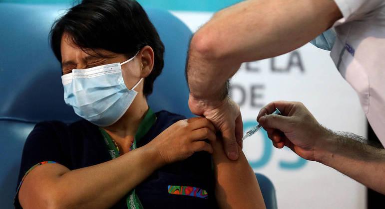 Trabalhadores da Saúde de SP podem se inscrever para receberem a dose de reforço