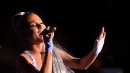 """""""Sweetener"""" de Ariana Grande terá 15 músicas. Veja os nomes das canções! ()"""