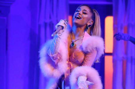 Ariana Grande pede para que fãs não circulem