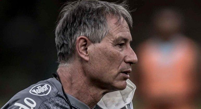 Ariel Holan não suportou. 12 jogos foram suficientes para desistir do Santos