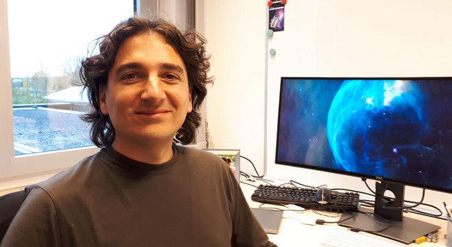 Ariel Sánchez é PhD em astronomia pela Universidade Nacional de Córdoba, na Argentina, e desde 2008 é pesquisador científico do Instituto Max Planck de Física Extraterrestre em Garching, na Alemanha