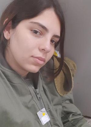 Jovem brasileira que mora em Israel relata o drama e o medo causados pela escalada de violência que aflige o país