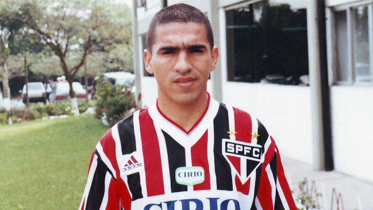 Aristizábal - 81 jogos: o atacante colombiano atuou no São Paulo entre 1669 e 1998. Marcou 37 gols durante seu período no Morumbi.