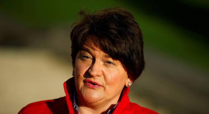 Primeira-ministra da Irlanda do Norte, Arlene Foster, anuncia renúncia
