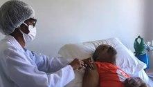 Arlindo Cruz é vacinado contra a covid-19no Rio de Janeiro