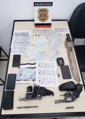 Polícia apreendeu armas, celulares e notas fiscais