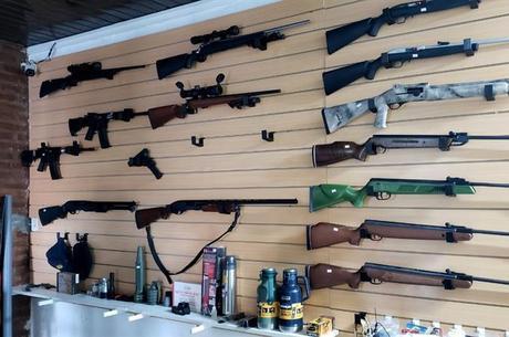 Armas apreendidas incluem fuzis e espingardas