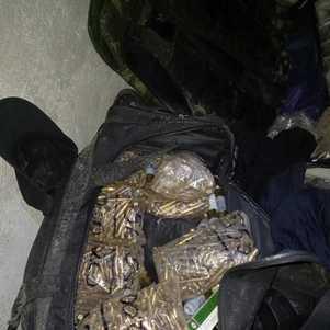 Armas, munições e granadas foram encontradas no local