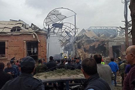 Azerbaijão acusa Armênia de atacar cidades